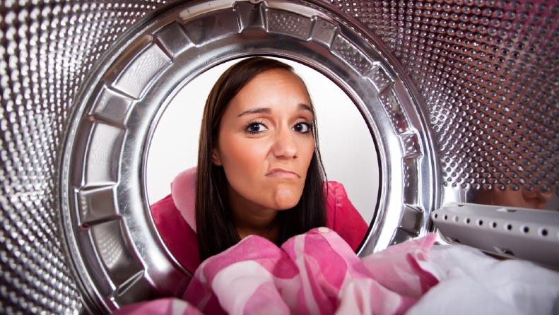 Elimina los residuos negros de tu lavadora