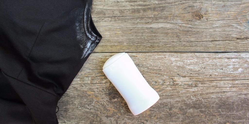manchas de desodorante y sudor