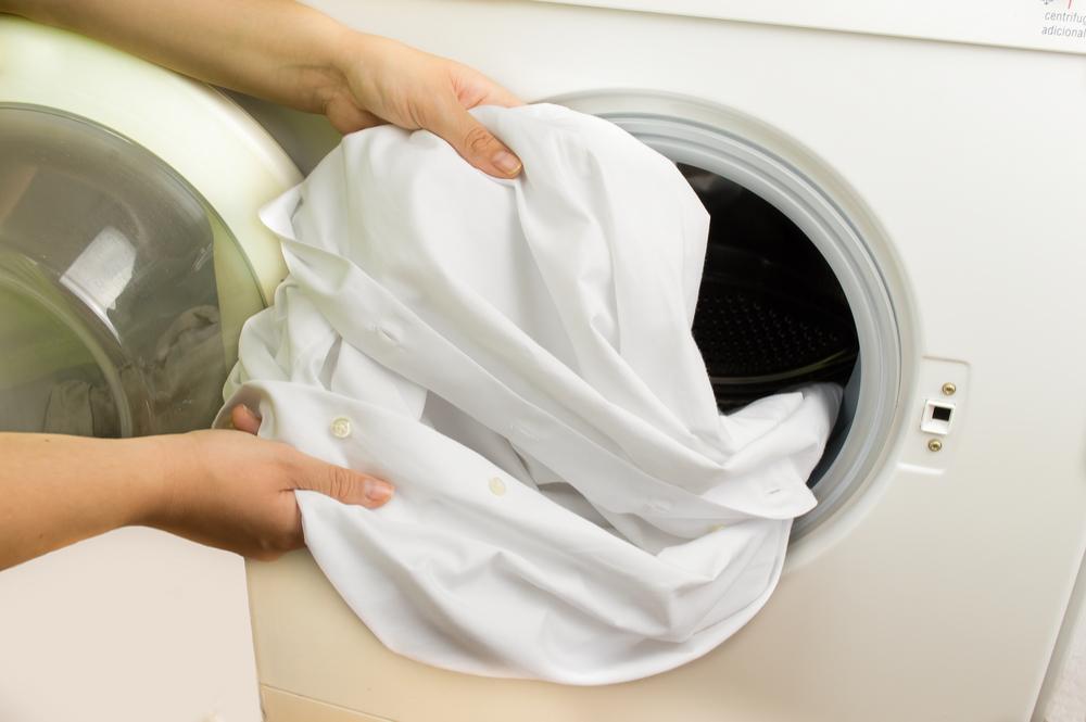 quitar manchas de la ropa blanca