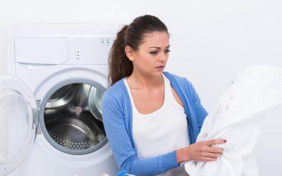 Cómo quitar manchas de la ropa blanca