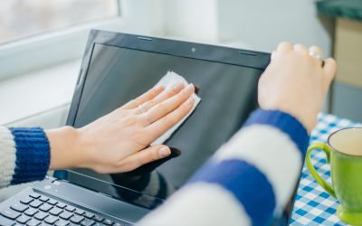¿Cómo limpiar la pantalla de la computadora sin dejar rastro?