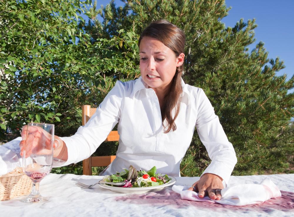 Eliminar las manchas de comida de los manteles