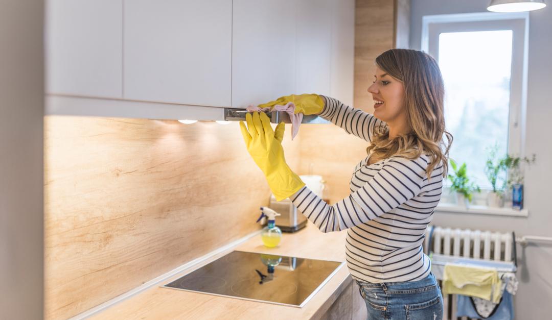 Sustituir los limpiadores abrasivos para limpiar tu cocina