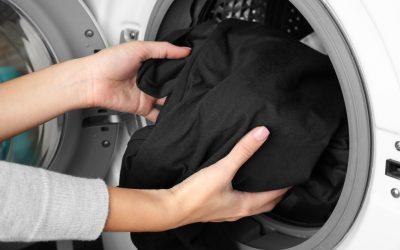 El secreto para que tus prendas negras se vean como nuevas
