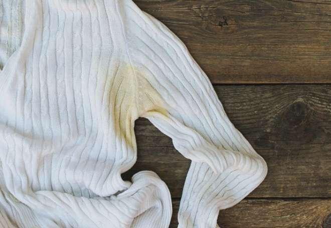 como limpiar manchas de desodorante en la ropa