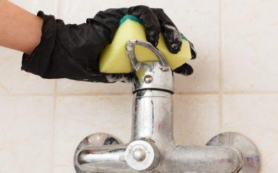 El secreto para eliminar sarro y marcas de agua de áreas difíciles